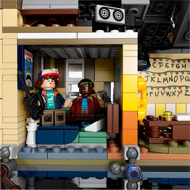 <strong><em>Stranger Things</em></strong> LEGO set The Upside Down #9