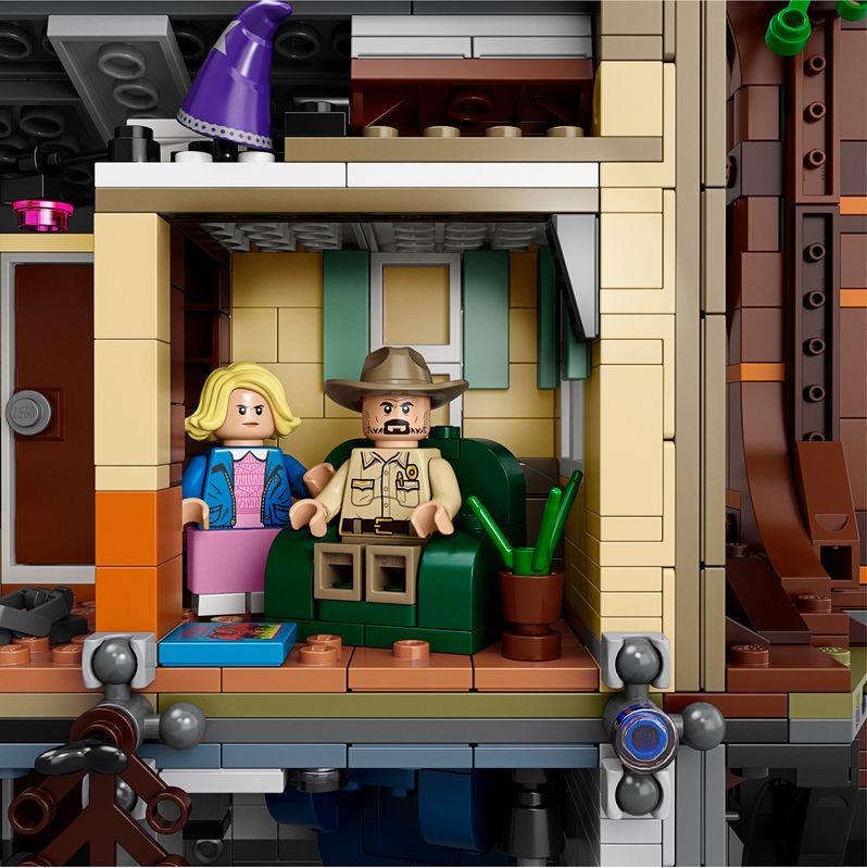 <strong><em>Stranger Things</em></strong> LEGO set The Upside Down #7