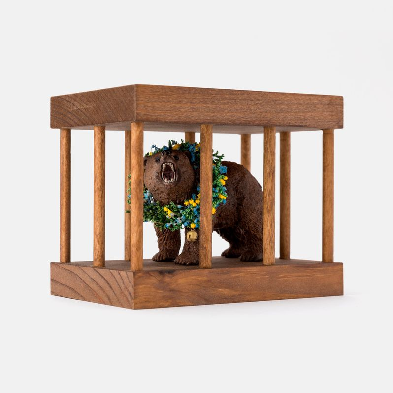 <strong><em>Midsommar</em></strong> Bear in a Cage toy #1
