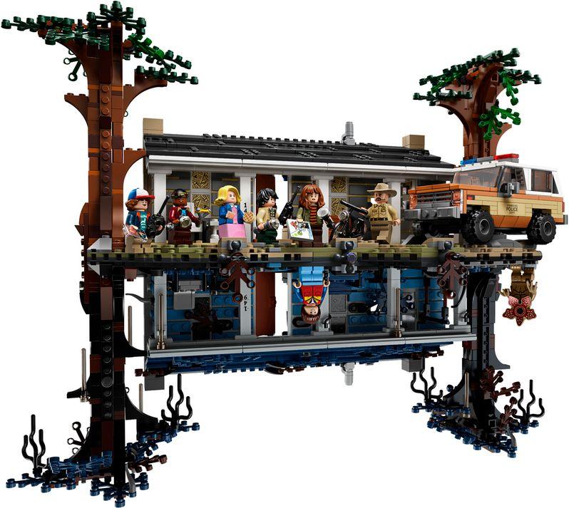<strong><em>Stranger Things</em></strong> LEGO set The Upside Down #1