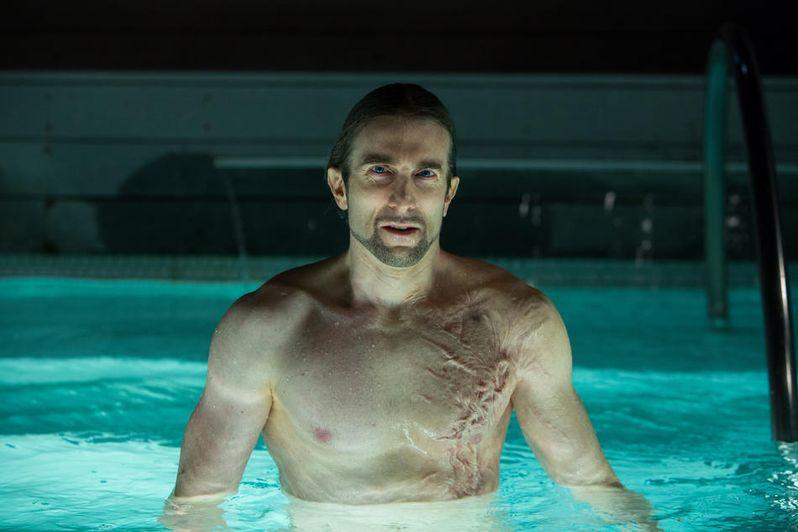 Sharlto Copley plays mysterious villain Adrian Pryce in <strong><em>Oldboy</em></strong>