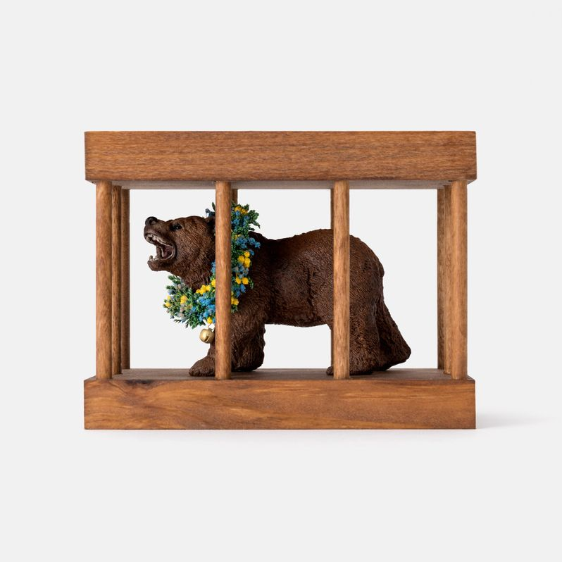 <strong><em>Midsommar</em></strong> Bear in a Cage toy #2