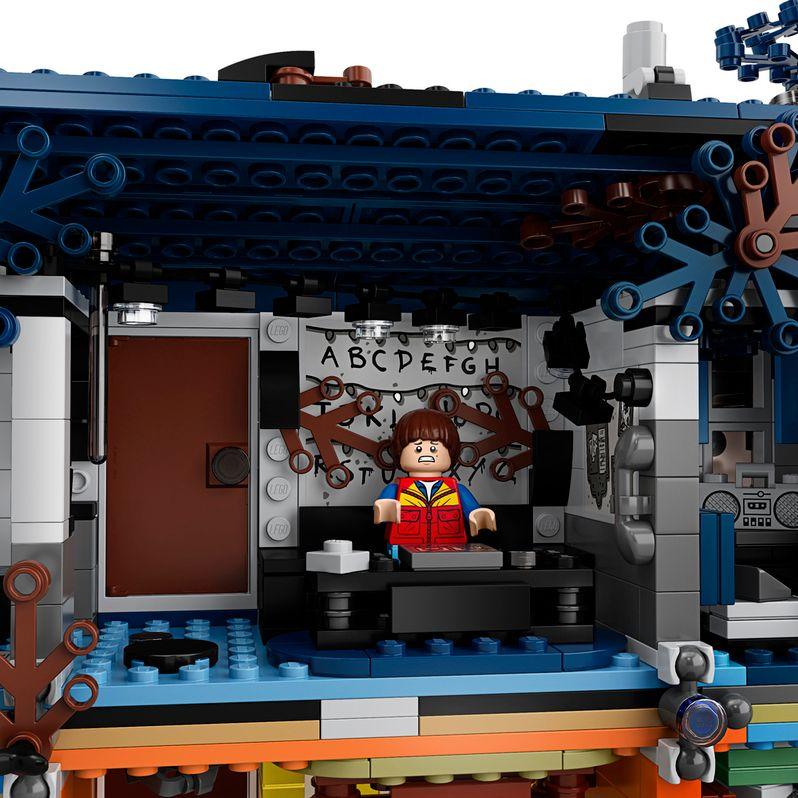 <strong><em>Stranger Things</em></strong> LEGO set The Upside Down #4