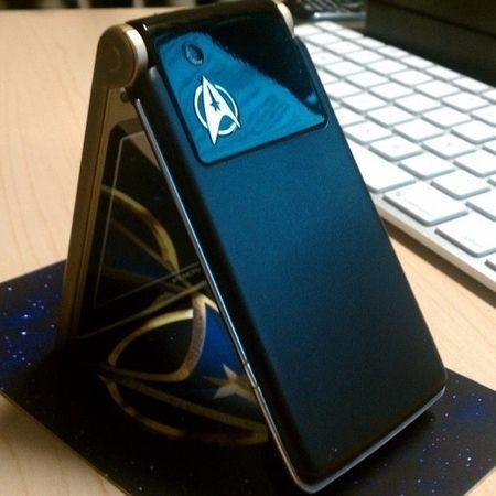 <strong><em>Star Trek</em></strong> Communicator Cell Phone Image #2