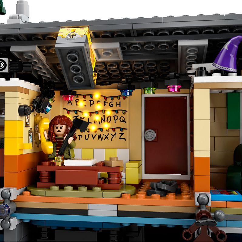 <strong><em>Stranger Things</em></strong> LEGO set The Upside Down #5