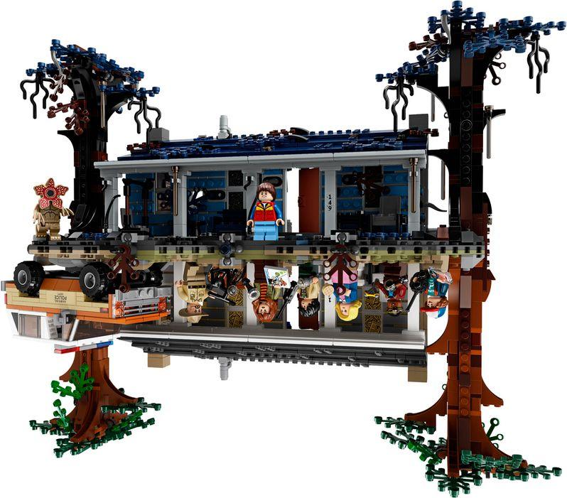 <strong><em>Stranger Things</em></strong> LEGO set The Upside Down #3