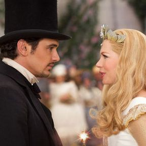 Oz: The Great and Powerful Photo with James Franco and Michelle Williams