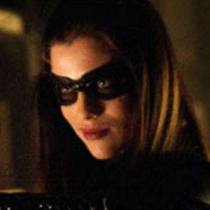 Arrow Episode 8 Photo Reveals Jessica de Gouw as Huntress!