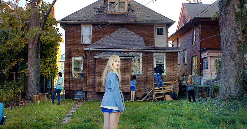 It Follows Trailer with Keir Gilchrist and Maika Monroe