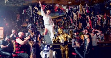 Amy Schumer Parties with Chewbacca & R2D2 in Wild Star Wars Photos
