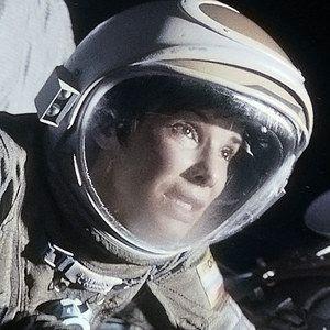 Gravity Featurette 'Human Experience'