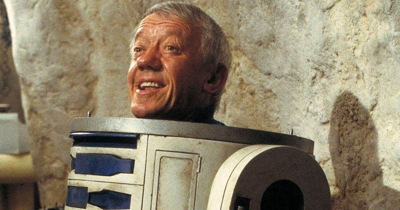 R2-D2 Actor Remembered as Star Wars Stars Pay Tribute to Kenny Baker