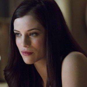 Arrow Episode 8 Promo with Jessica de Gouw as Huntress