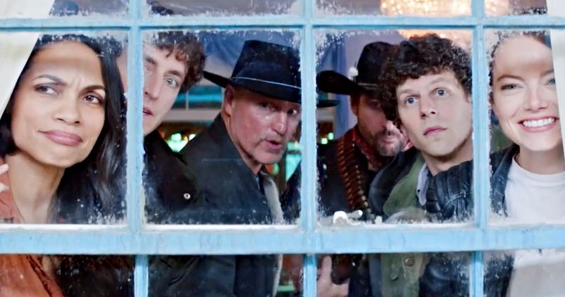 Scen ur Zombieland: Double Tap. Grupp tittar ut genom fönstret.