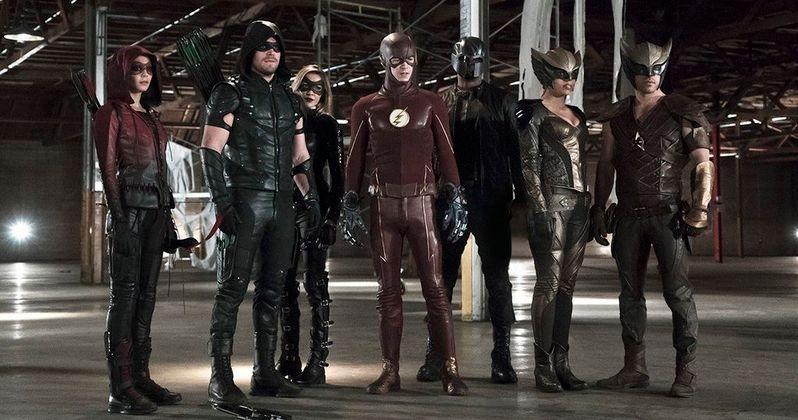 Arrow & Flash Crossover Photo Unites Legends Superhero Team