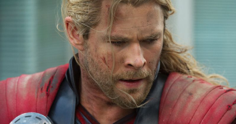 Chris Hemsworth Trains to Fight Hulk in Thor: Ragnarok Video