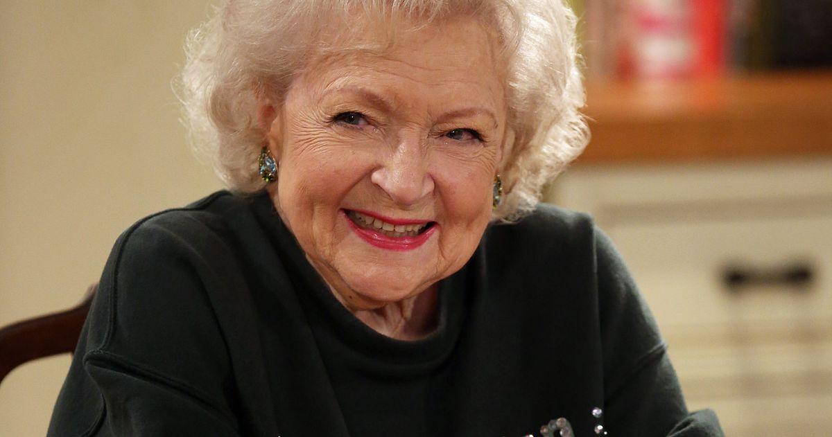 Бетти Уайт раскрывает планы своего 99-летия, и в нем участвуют две утки