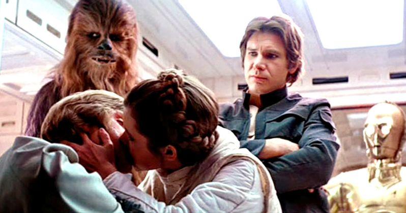 Luke & Leia Kiss Autograph Reveals Carrie Fisher's Twisted Sense of Humor