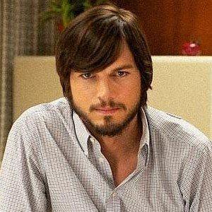 Ashton Kutcher as Steve Jobs Revealed in jOBS