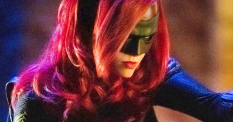 Batwoman Goes to Work in New Elseworlds Arrowverse Crossover Image