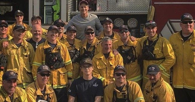 Rob Lowe Thanks California Firefighters with Home-Cooked Meal
