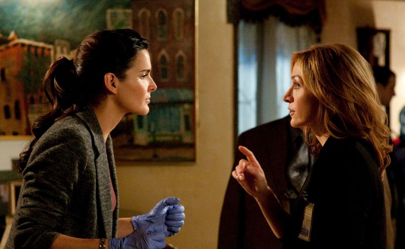 Angie Harmon and Sasha Alexander Talk <strong><em>Rizzoli & Isles</em></strong>