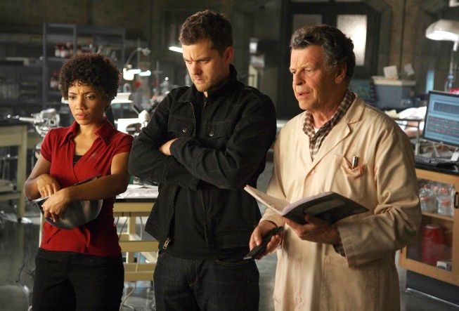 The team analyzes research footage in the <strong><em>Fringe</em></strong> Season Two premiere episode