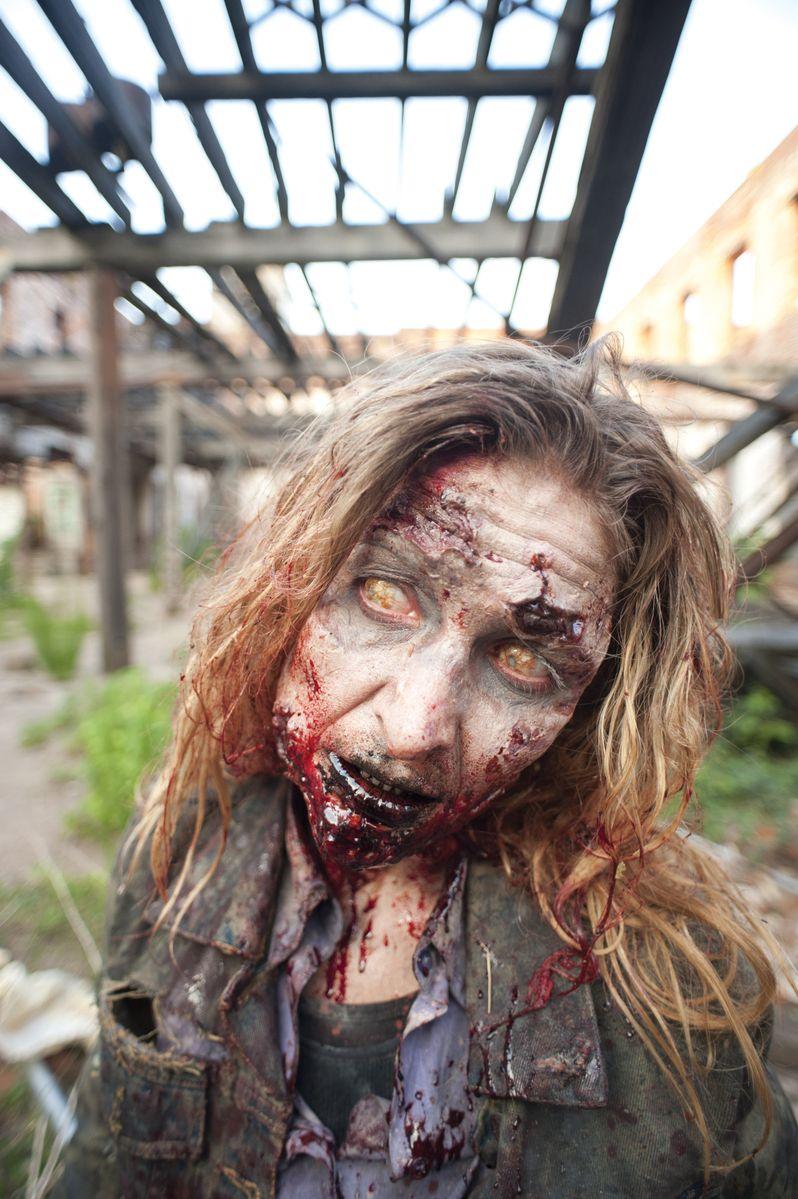 <strong><em>The Walking Dead</em></strong> Episode 2.1 Photo #2