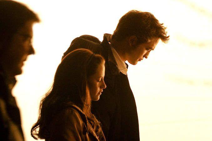 Bathed in light, Robert Pattinson and Kristen Stewart await the start of a scene