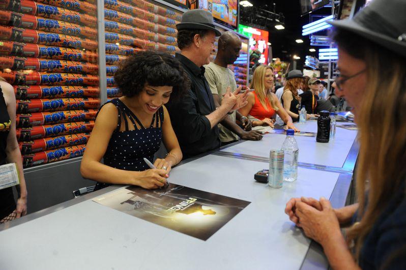 <strong><em>Fringe</em></strong> @ Comic-Con 2012 photo 4