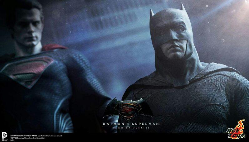 <strong><em>Batman v Superman: Dawn of Justice</em></strong> Hot Toys Photo 1