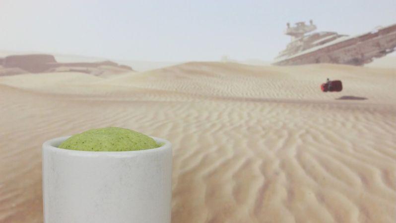<strong><em>Star Wars: The Force Awakens</em></strong> photo 1