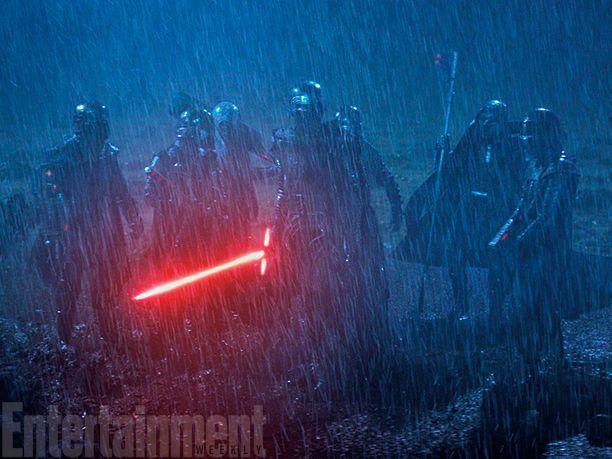 <strong><em>Star Wars: The Force Awakens</em></strong> Photo 14