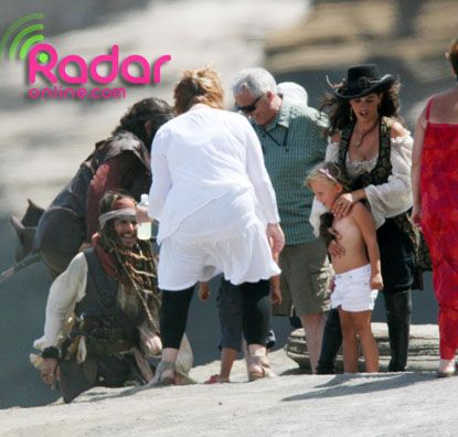 Penelope Cruz and Johnny Depp on the set