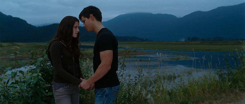 <strong><em>The Twilight Saga: Eclipse</em></strong> trailer image #4