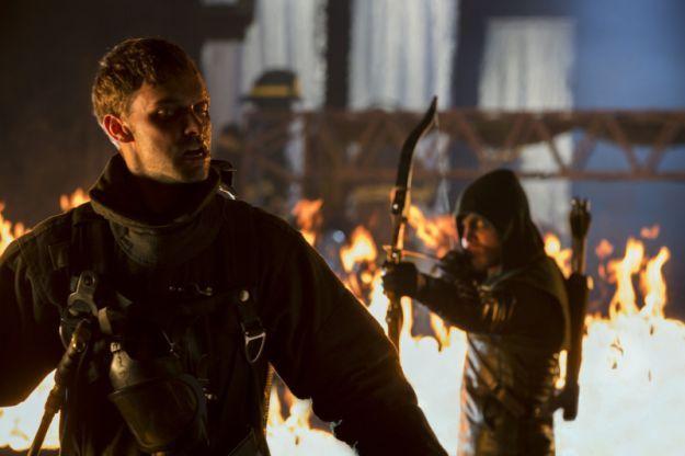 <strong><em>Arrow</em></strong> Midseason Firefly Photos 3