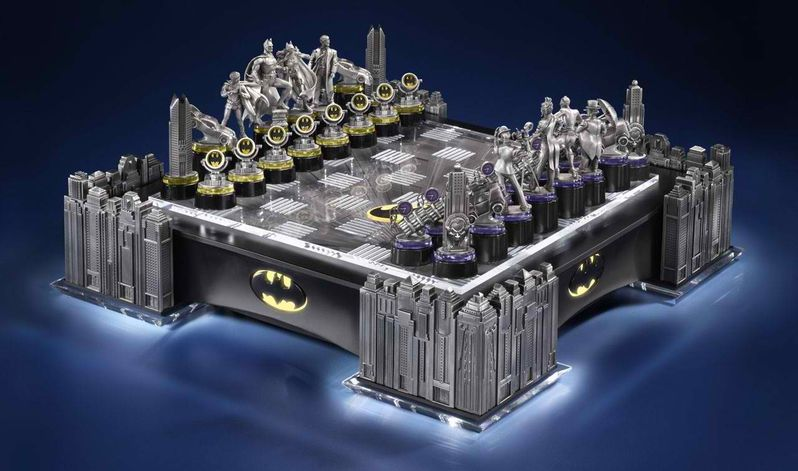 <strong><em>The Dark Knight Rises</em></strong> Chess Set
