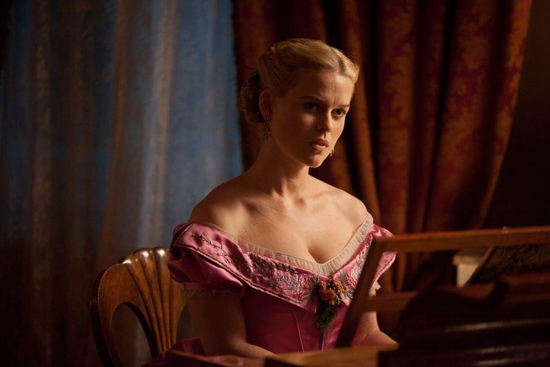 Alice Eve in <strong><em>The Raven</em></strong>