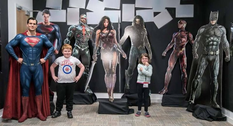 <strong><em>Justice League</em></strong> Henry Cavill Set Photo