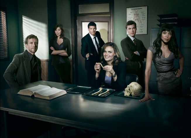 Emily Deschanel and Hart Hanson Pick Some <strong><em>Bones</em></strong>