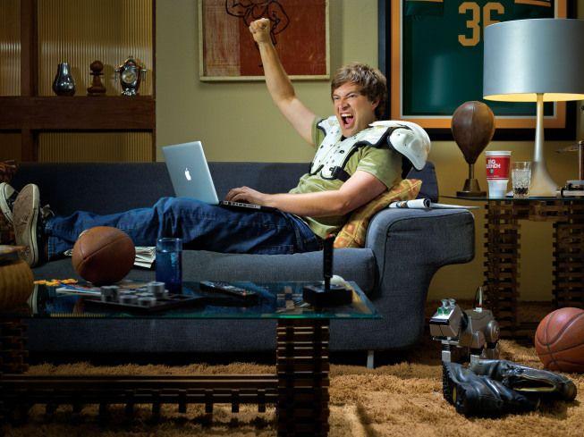 Mark Duplass stars as Pete in <strong><em>The League</em></strong>