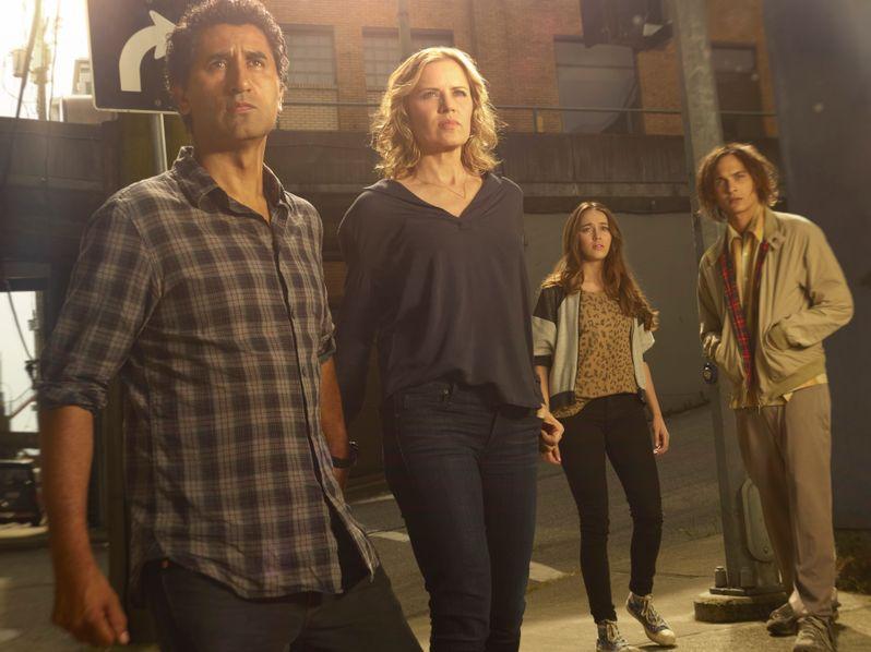 <strong><em>Fear the Walking Dead</em></strong> - Season 1 photo 2