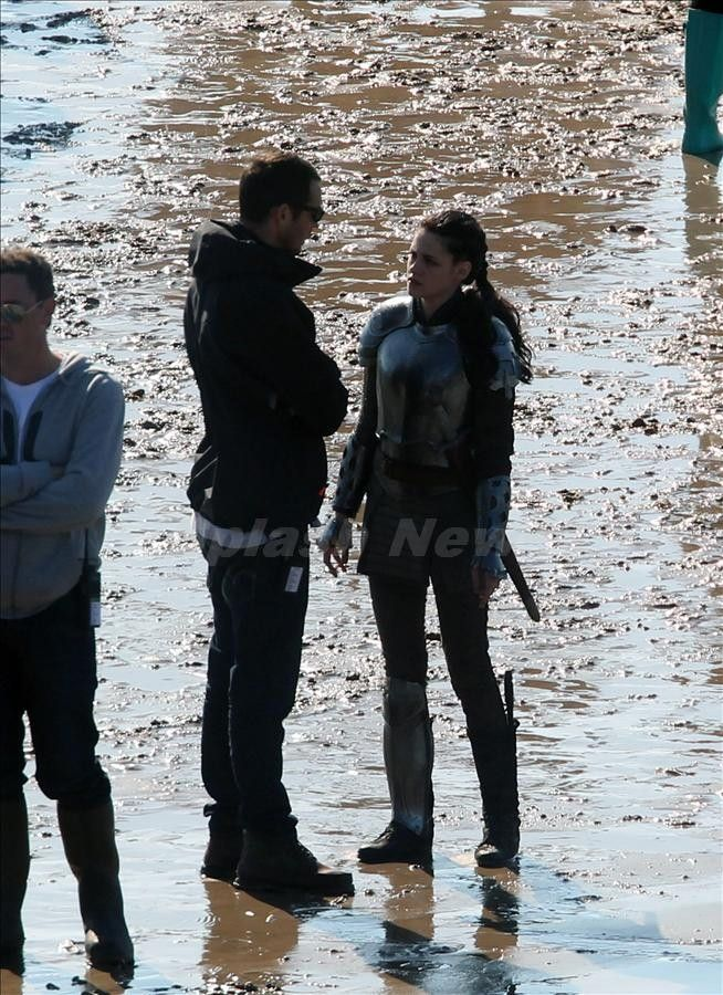 Kristen Stewart on the set of <strong><em>Snow White and the Huntsman</em></strong> #6
