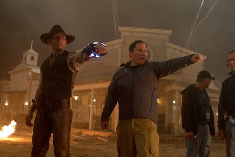 Daniel Craig and Jon Favreau on the set of Cowboys and Aliens