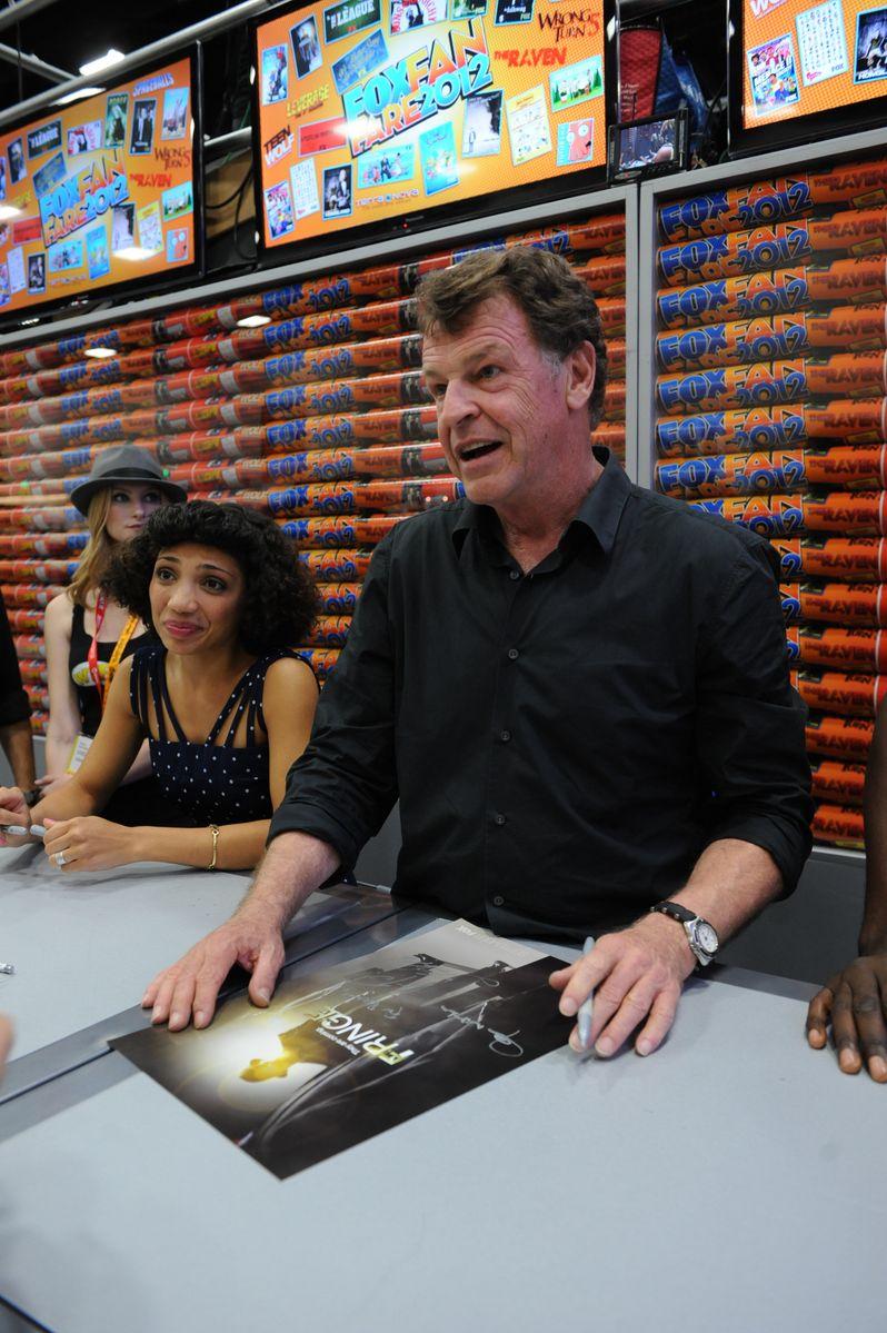 <strong><em>Fringe</em></strong> @ Comic-Con 2012 photo 6