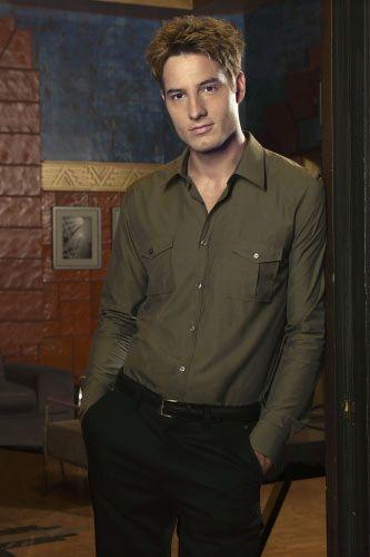 Justin Hartley as Oliver Queen/Green Arrow