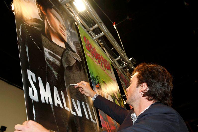 <strong><em>Smallville</em></strong> @ Comic-Con 2010 photo 6