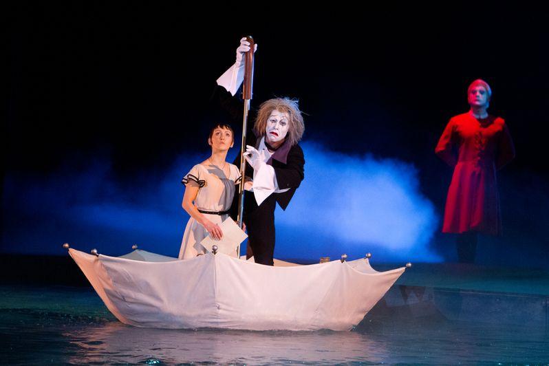 <strong><em>Cirque du Soleil Worlds Away</em></strong> Photo 3
