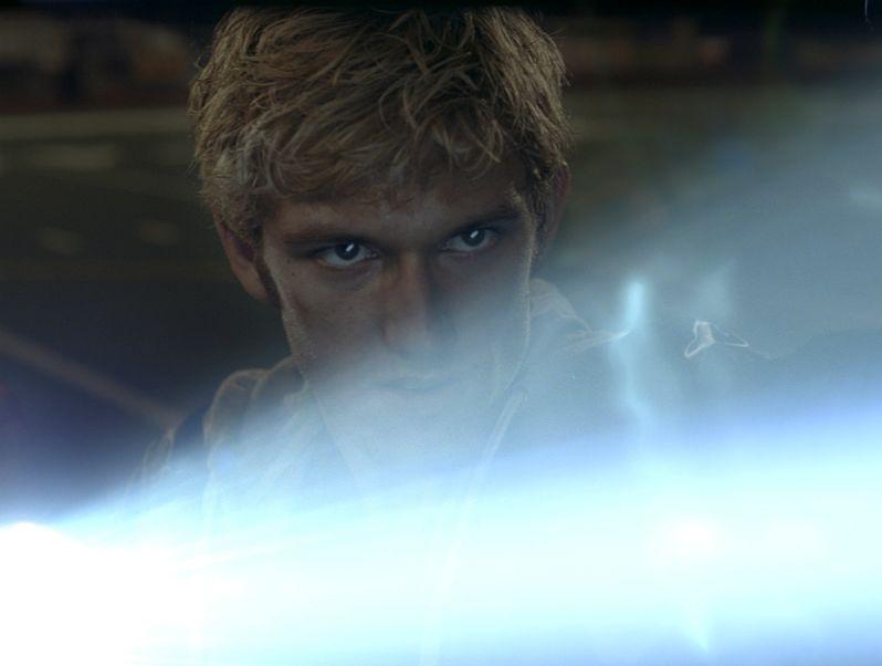 Alex Pettyfer stars in <strong><em>I Am Number Four</em></strong>
