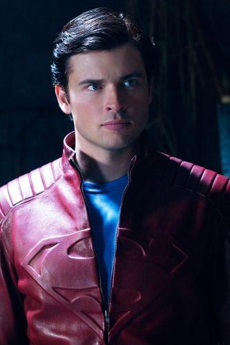 Tom Welling wearing a Superman jacket in Smallville #3